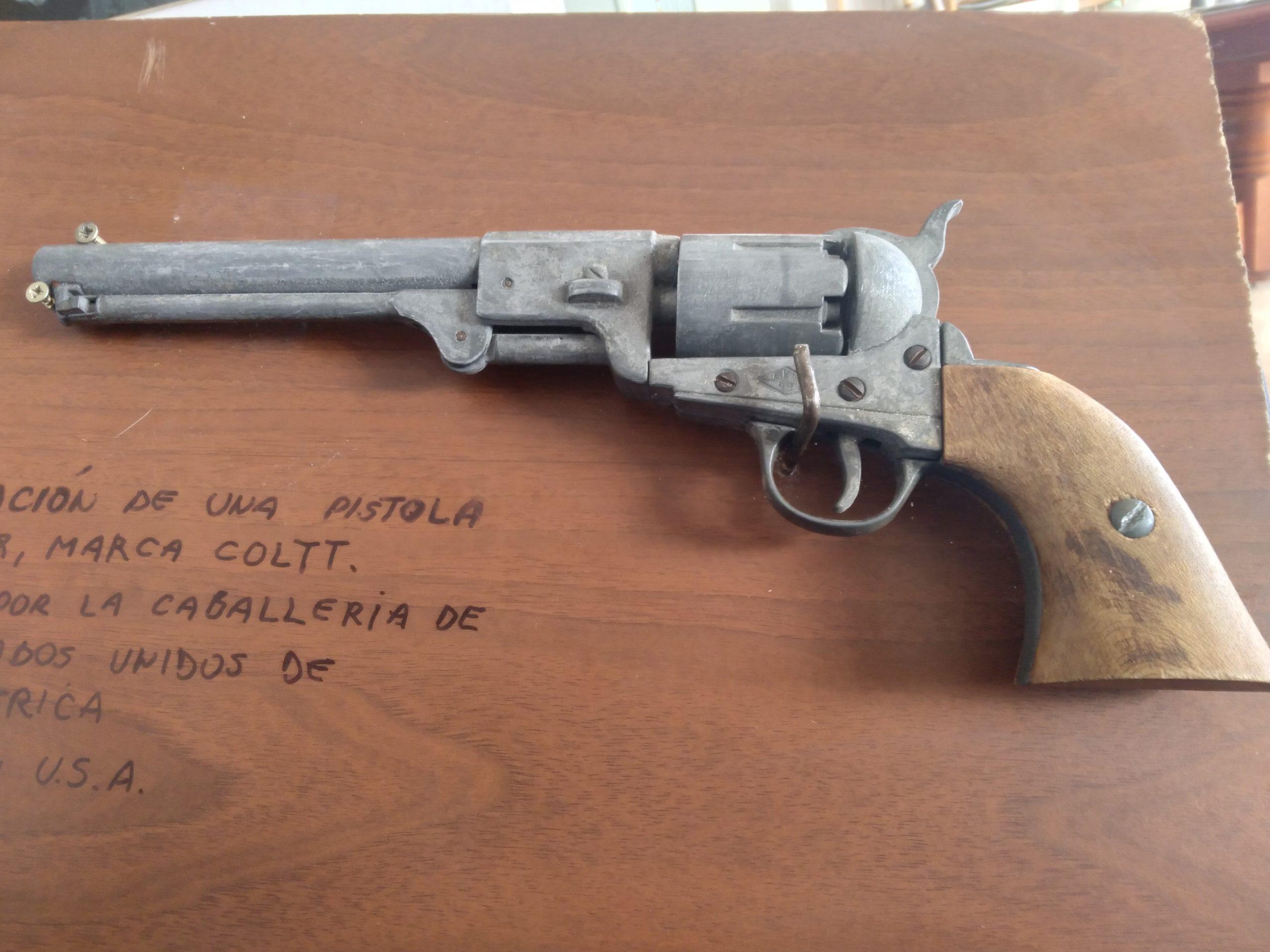 pistola coltt2